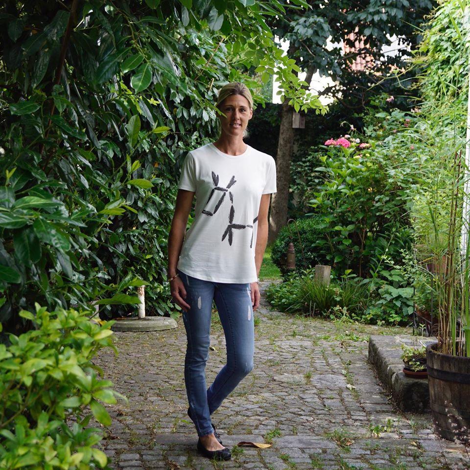 brandneues T-shirt mit dem Logo Esel